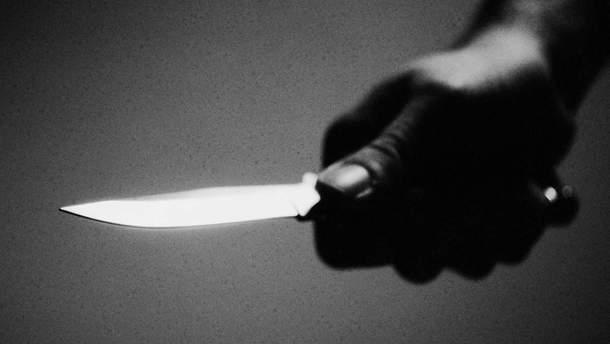 В Черкассах мужчина с ножом набросился на правоохранителей