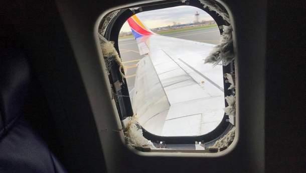 Внаслідок вибуху двигуна був пошкоджений ілюмінатор в літаку