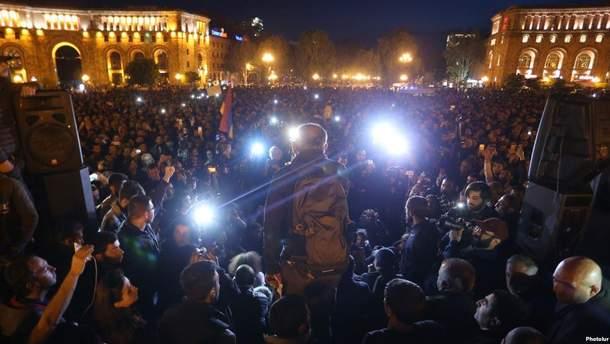 Полиция начала зачистку площади с протестующими в Ереване: есть пострадавшие