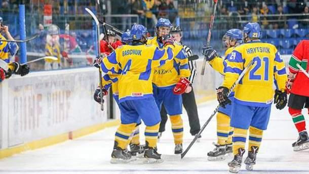 Хоккейные юниоры одержали победу над Венгрией