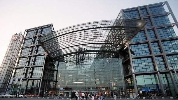 На главном вокзале Берлина нашли бомбу - возможна эвакуация тысяч человек