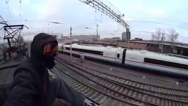 В Одессе девочку ударило током на крыше поезда