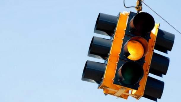 Стоит ли отменять желтый сигнал светофора