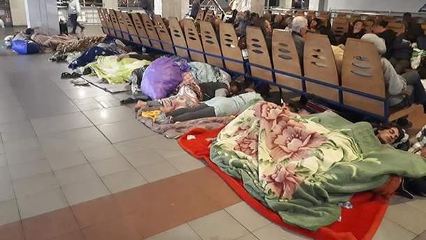Роми на вокзалі у Києві