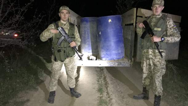 У границы с Молдовой пограничники задержали мотоблок с 3 тоннами спирта