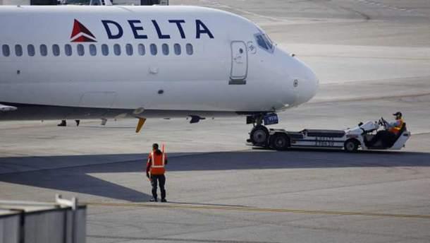 Самолет Delta Air Lines загорелся во время полета