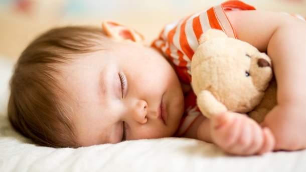 Чому подушки небезпечні для малюків