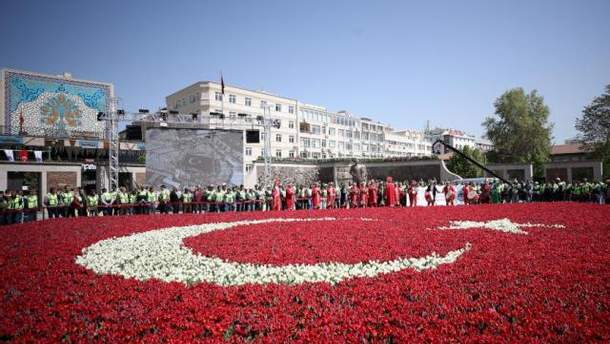 Самый большой цветочный флаг в Турции