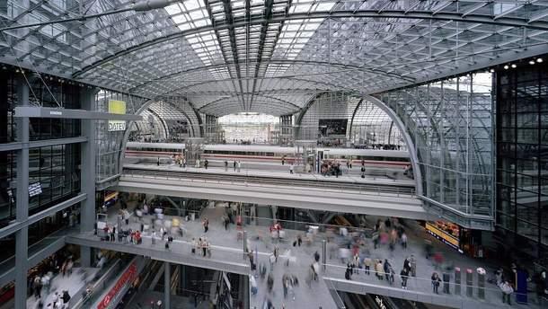 В Берлине из-за бомбы на вокзале собираются эвакуировать 10 тысяч человек