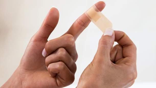Чому не можна заклеювати свіжу рану пластиром