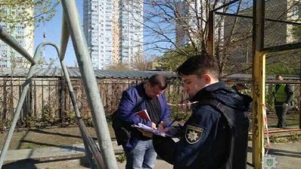 На спортивной площадке в Днепровском районе Киева произошел взрыв