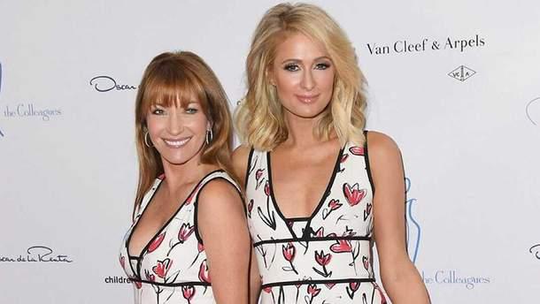 Пэрис Хилтон и 67-летняя Джейн Сеймур пришли на светское событие в одинаковых платьях: фото