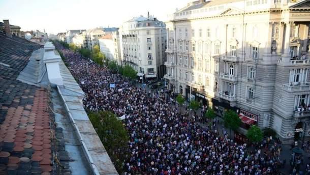 Десятки тыс. венгров снова вышли напротест против Орбана