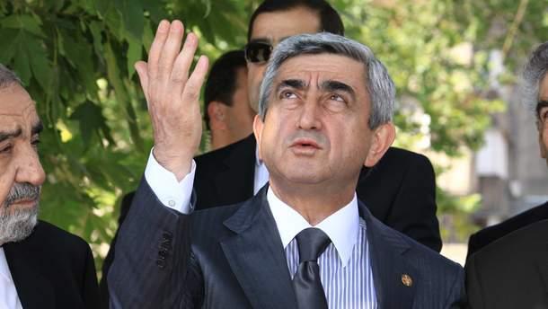 Серж Саргсян заявил, что не хочет продолжать разговор с Пашиняном и покинул зал.