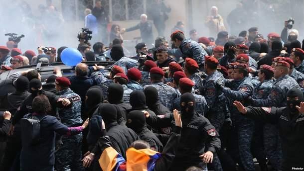 Протесты в Ереване: полиция уже задержала около 200 человек