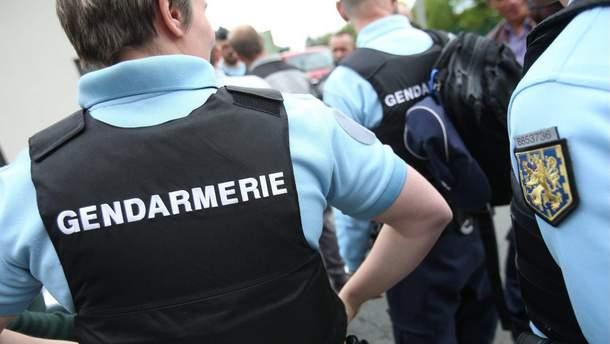 Тривають пошуки чоловіка, який погрожував убити поліцейського у Франції