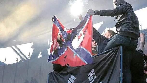 """Полиция составила протокол на ультрас """"Шахтера"""", который сжег флаг """"Новороссии"""""""