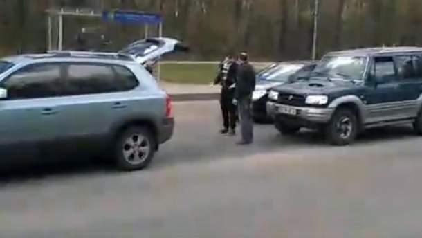 Украинец с россиянином устроили разборки на дороге в Харькове