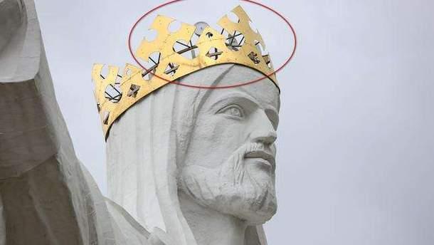 В Польше с памятника Иисусу Христу раздают интернет