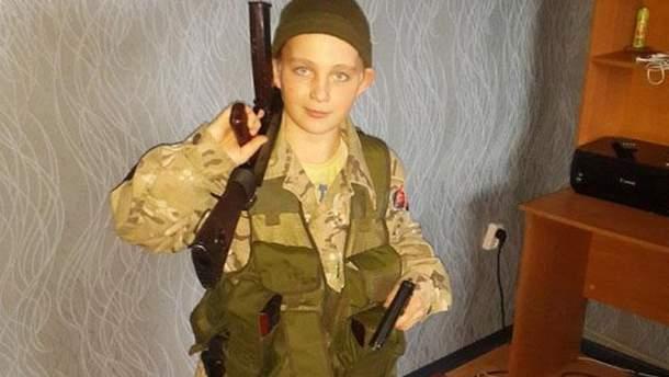 """На Донбасі воює 13-річний проросійський бойовик: """"Миротворець"""" показав фото"""