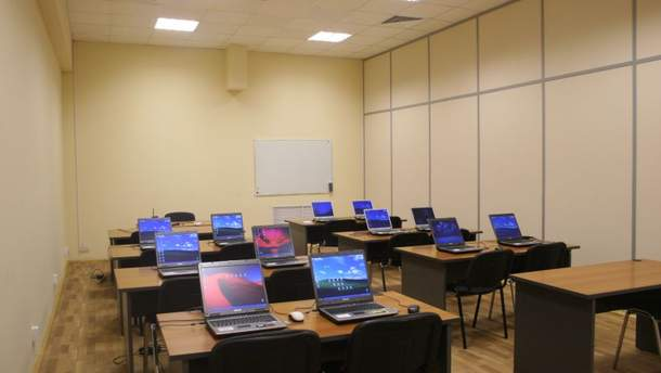 """Представитель """"Радикальной партии"""" хотел подарить ноутбуки школе: поднялся скандал (иллюстративное  фото)"""