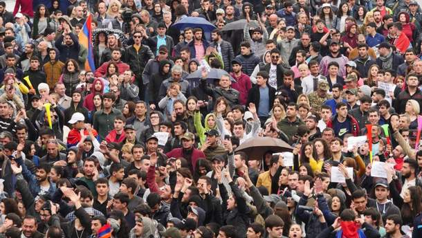 Скончался один митингующий— Протесты вАрмении