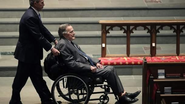 Джордж Буш-старший потрапив до лікарні