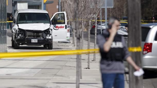 Место наезда фургона на пешеходов в Торонто