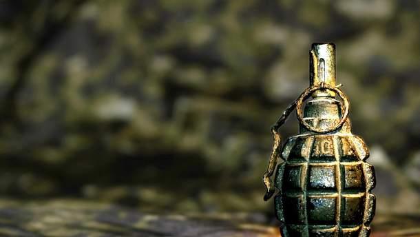 В пгт Мирное взорвалась граната. Пострадал поселковый голова