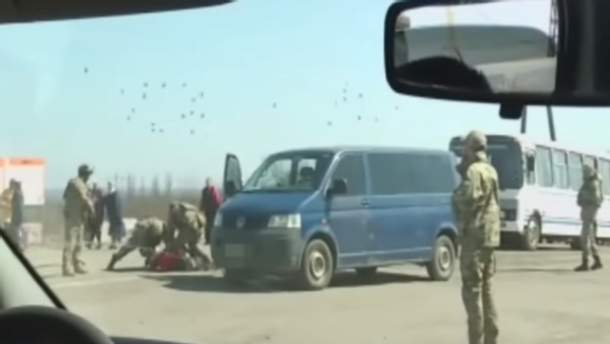 Скрин с видео задержания боевика
