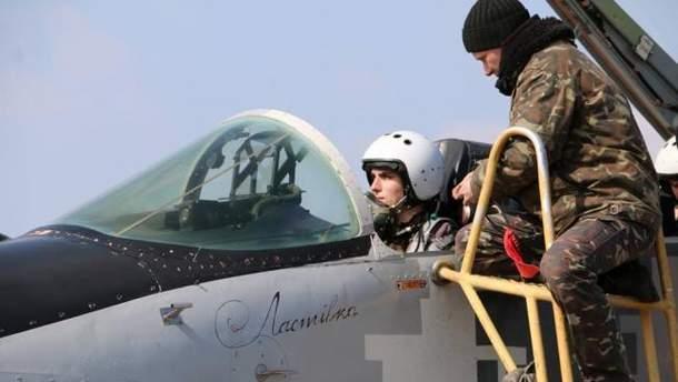 В Минобороны решили повысить зарплату летчикам