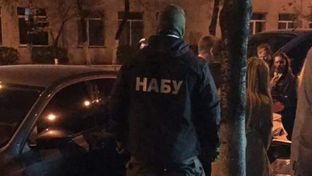 НАБУ задержало сотрудника СБУ на крупной взятке