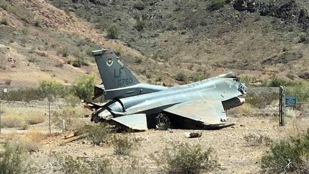 УСША розбився військовий літак F-16: фото з місця авіакатастрофи