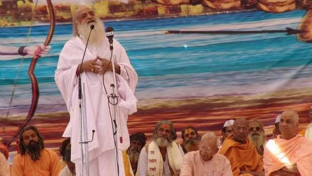 Известного индийского гуру Асарама Бапу осудили за изнасилование несовершеннолетней