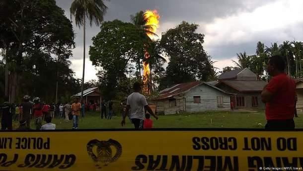 Нелегальная нефтяная скважина в Индонезии унесла жизни 10 человек, еще 40 получили ожоги