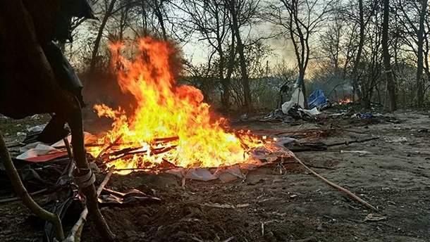 Спалення табору ромів у Києві 21 квітня фото
