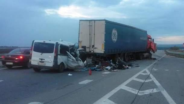 Ежедневно на дорогах Украины гибнет 11 человек