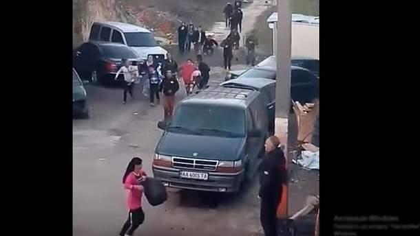 Видео разгона лагеря ромов в Киеве