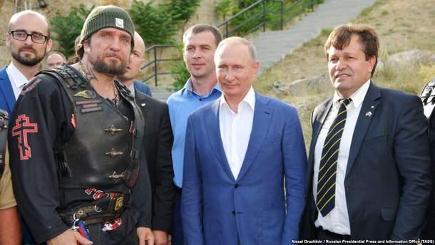 Байкер Залдостанов, президент РФ Путин и Маурер в оккупированном Крыму