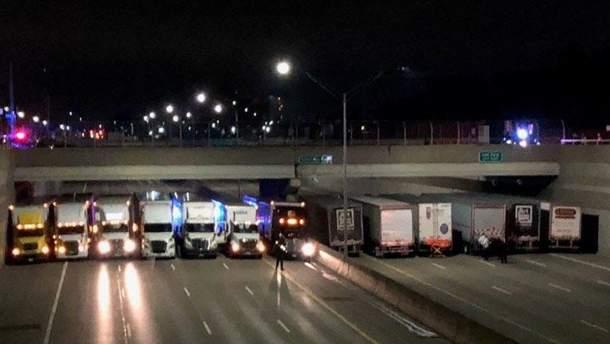 У Детройті водії-далекобійники допомогли врятувати самогубцю