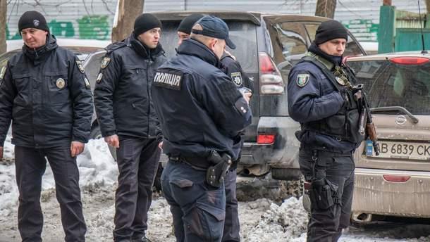 Правоохранители на месте жестокого убийства бизнесмена Захарчука на Лютеранской в Киеве