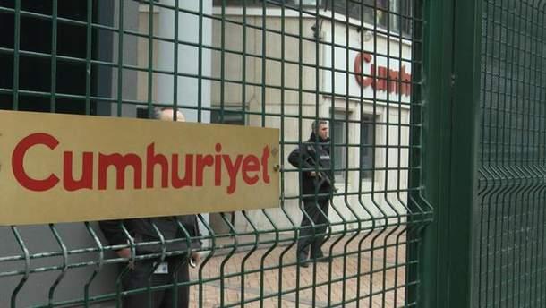 Турецких журналистов бросили за решетку