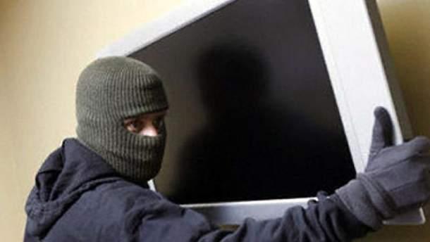 В Калуше клиент отеля снял номер и похитил телевизор