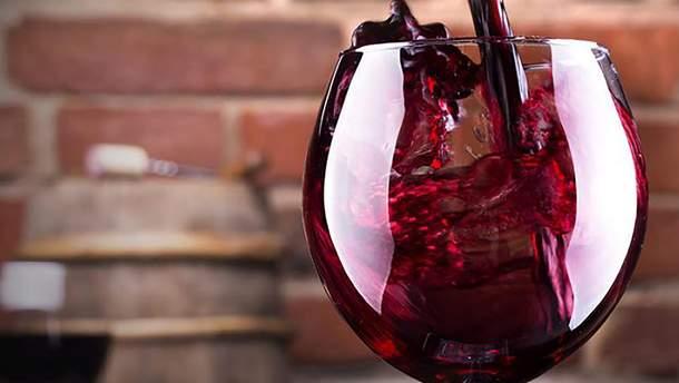 Красное вино вредно для кожи