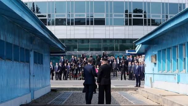 Встреча Ким Чен Ына и Мун Чжэ Ина