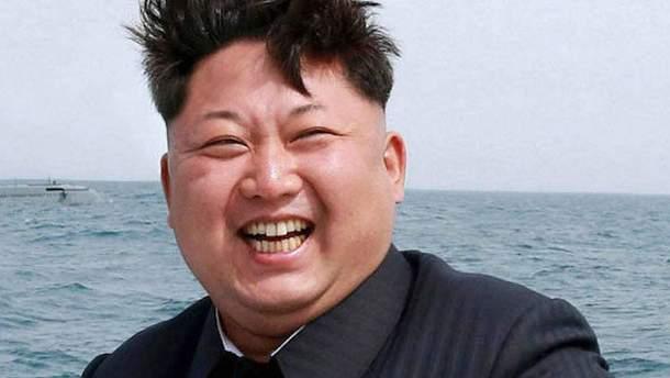 Мережу потішило відео з незвичайним кортежем Кім Чен Ина