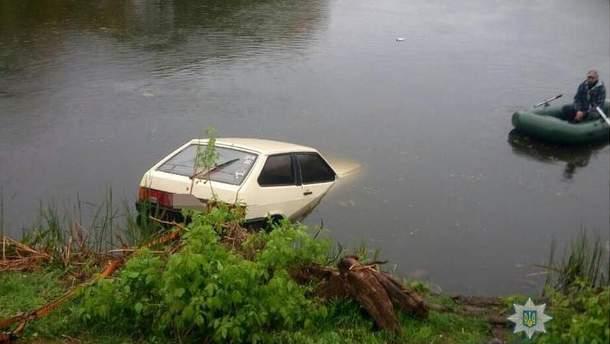 Водитель-нарушитель утопил свою машину