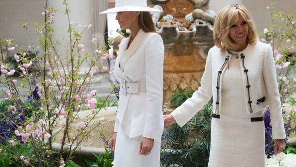 """Перша леді Франції назвала Меланію Трамп прекрасною компанією, але """"вона нічого не може""""."""