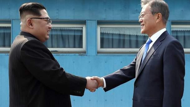 Глава КНДР Ким Чен Ын встретился с президентом Южной Кореи Муном Чжэ Ином