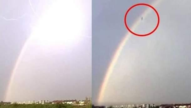 Камера зафиксировала, как в Британии с неба упал загадочный объект